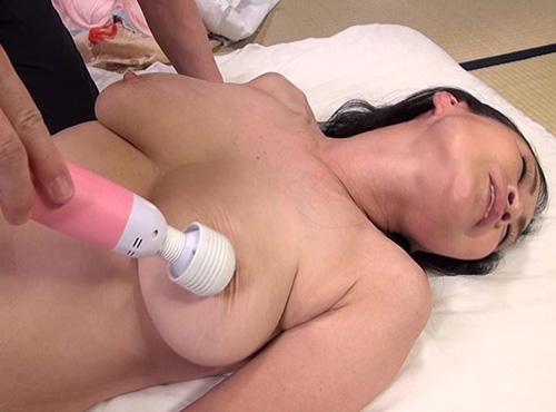 熟女性誌 60 写真 マンコの熟年夫婦が温泉でSEXに燃え上がる性交動画