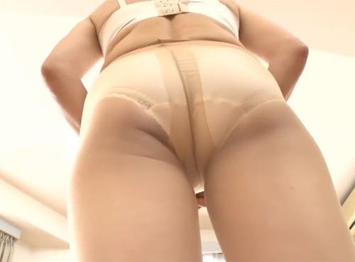 アダルトおばさんの陰部をいじくり回す無料おまんこ性交動画